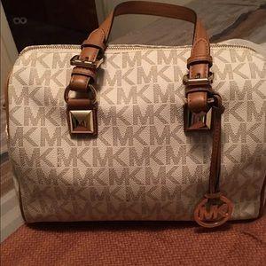 Like new Michael kors Grayson satchel
